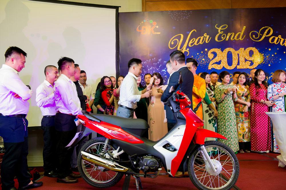 Anh Đồng Anh Tuấn vui mừng khi trúng giải đặc biệt một chiếc xe Honda