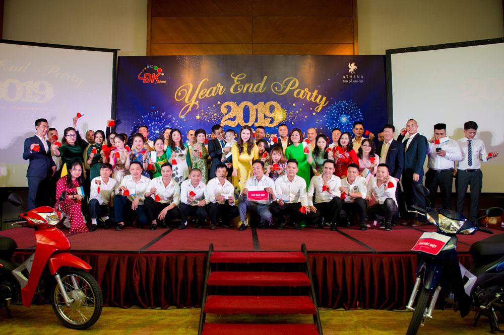43 nhân viên lâu năm hào hứng nhận phần thưởng của Ban lãnh đạo Công ty
